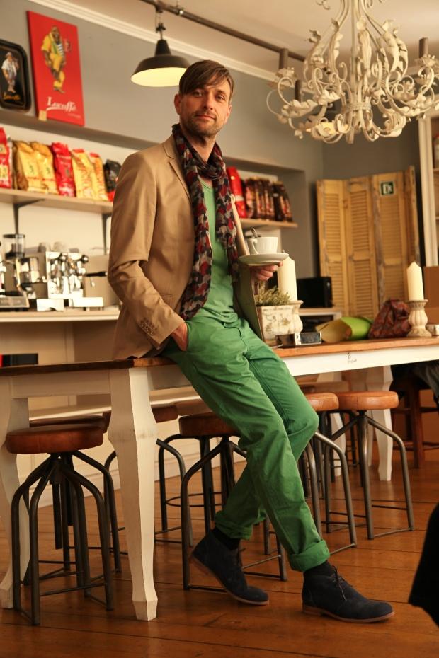 Herr Retrograd Michael in Closed Chino Closed Shirt Drykorn Sacco Baldessarini Schal Hamlet Schuhe