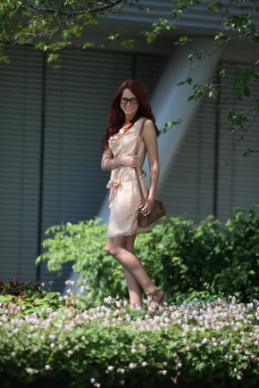 Alexandra Luse in Hoss intropia Robe Dress Vic by Vicmatie Shoes Liebeskind Bag Dsquared Glasses