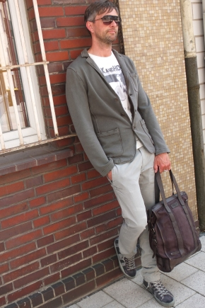Michael Retrograd in Drykorn Sacco Jacket Philipp Plein Shirt Diesel Chino Leather Crown Sneaker Dsquared Sonnenbrille Sunglasses Rehard Tasche Bag