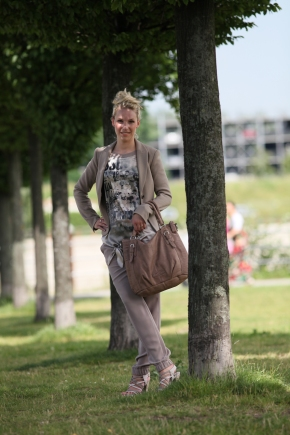 Romy-in-Marc-Cain-Blazer-Shirt-Pants-Vicmatie-Shoes-Liebeskind-Bag-at-Innenhafen-Duisburg