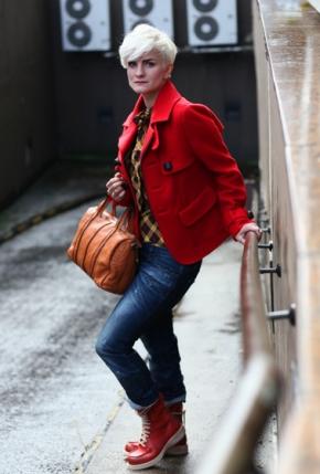 Outfit2D-Dsquared-JAcke-Le-Sarte-Pettegole-Bluse-Dsq-Jeans-Ghold-Stiefel-Freds-Bruder-Tasche