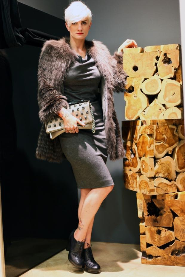 Sarah-in-Manzoni-24-Pelzmantel-Dsquared-Kleid-Mia-Bags-Clutch-Tasche-Vic-by-Vicmatie-Schuhe