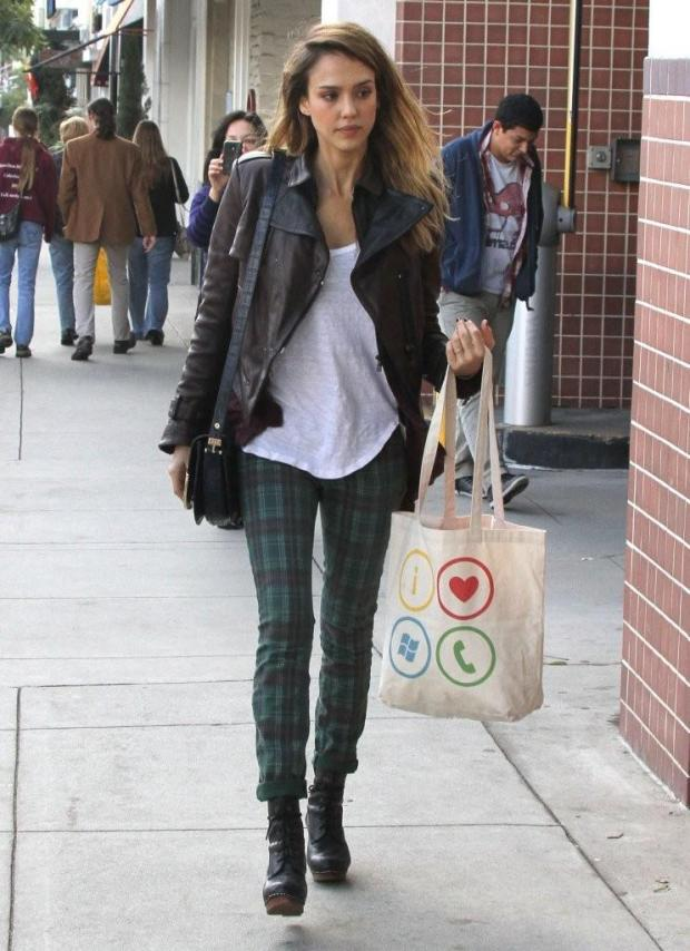 In The Streets Jessica Alba Harders Fashion Blog