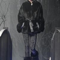 1u-Philipp-Plein-Fashion-Show-Grace-Jones-Fall-Winter-Herbst-Winter-2013-2014-The-fairy-Tale-Forest