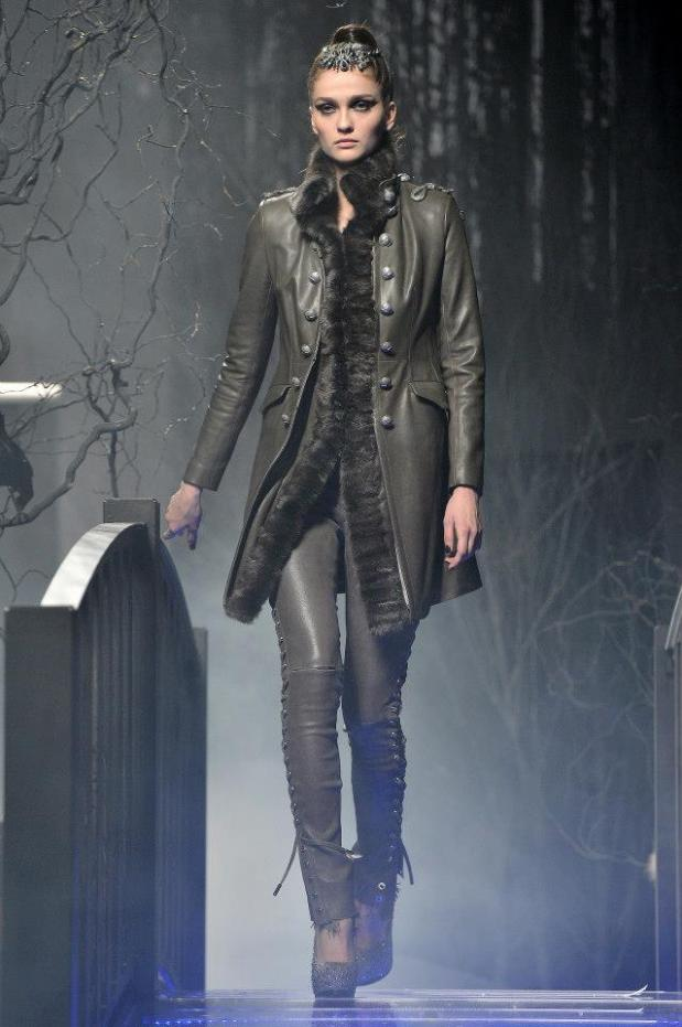 2c-Philipp-Plein-Fashion-Show-Grace-Jones-Fall-Winter-Herbst-Winter-2013-2014-The-fairy-Tale-Forest