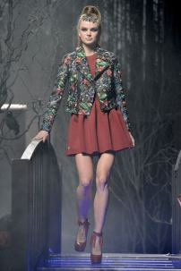2h-Philipp-Plein-Fashion-Show-Grace-Jones-Fall-Winter-Herbst-Winter-2013-2014-The-fairy-Tale-Forest