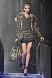 2l-Philipp-Plein-Fashion-Show-Grace-Jones-Fall-Winter-Herbst-Winter-2013-2014-The-fairy-Tale-Forest