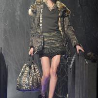 2l-Philipp-Plein-Fashion-Show-Grace-Jones-Fall-Winter-Herbst-Winter-2013-2014-The-fairy-Tale-Forest