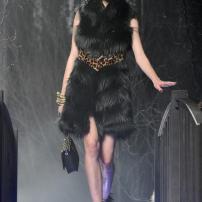 2n-Philipp-Plein-Fashion-Show-Grace-Jones-Fall-Winter-Herbst-Winter-2013-2014-The-fairy-Tale-Forest