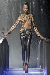 2p-Philipp-Plein-Fashion-Show-Grace-Jones-Fall-Winter-Herbst-Winter-2013-2014-The-fairy-Tale-Forest