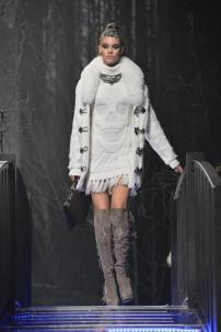 2w-Philipp-Plein-Fashion-Show-Grace-Jones-Fall-Winter-Herbst-Winter-2013-2014-The-fairy-Tale-Forest