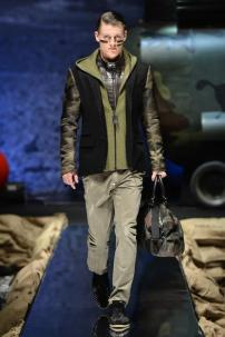 1b-Philipp-Plein-Fall-Winter-Fashion-Runway-Show-2013-2014-Regret-Nothing-mess-with-the-best-die-like-the-rest