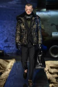 1h-Philipp-Plein-Fall-Winter-Fashion-Runway-Show-2013-2014-Regret-Nothing-mess-with-the-best-die-like-the-rest