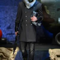 1i-Philipp-Plein-Fall-Winter-Fashion-Runway-Show-2013-2014-Regret-Nothing-mess-with-the-best-die-like-the-rest