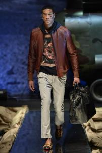 1m-Philipp-Plein-Fall-Winter-Fashion-Runway-Show-2013-2014-Regret-Nothing-mess-with-the-best-die-like-the-rest