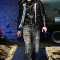 1p-Philipp-Plein-Fall-Winter-Fashion-Runway-Show-2013-2014-Regret-Nothing-mess-with-the-best-die-like-the-rest