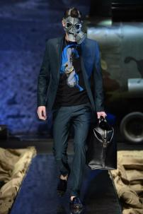 1q-Philipp-Plein-Fall-Winter-Fashion-Runway-Show-2013-2014-Regret-Nothing-mess-with-the-best-die-like-the-rest