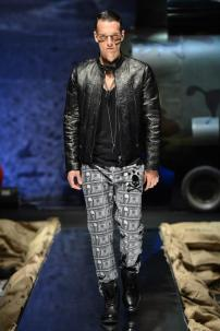 1y-Philipp-Plein-Fall-Winter-Fashion-Runway-Show-2013-2014-Regret-Nothing-mess-with-the-best-die-like-the-rest