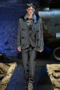 1z-Philipp-Plein-Fall-Winter-Fashion-Runway-Show-2013-2014-Regret-Nothing-mess-with-the-best-die-like-the-rest