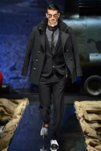 2f-Philipp-Plein-Fall-Winter-Fashion-Runway-Show-2013-2014-Regret-Nothing-mess-with-the-best-die-like-the-rest