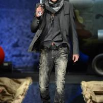 2h-Philipp-Plein-Fall-Winter-Fashion-Runway-Show-2013-2014-Regret-Nothing-mess-with-the-best-die-like-the-rest
