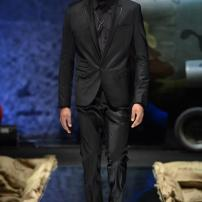 2l-Philipp-Plein-Fall-Winter-Fashion-Runway-Show-2013-2014-Regret-Nothing-mess-with-the-best-die-like-the-rest