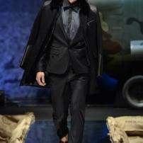 2m-Philipp-Plein-Fall-Winter-Fashion-Runway-Show-2013-2014-Regret-Nothing-mess-with-the-best-die-like-the-rest