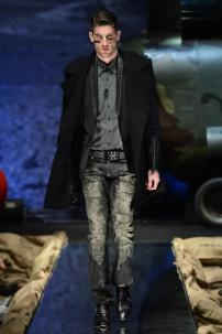 2o-Philipp-Plein-Fall-Winter-Fashion-Runway-Show-2013-2014-Regret-Nothing-mess-with-the-best-die-like-the-rest