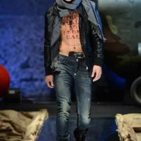 2p-Philipp-Plein-Fall-Winter-Fashion-Runway-Show-2013-2014-Regret-Nothing-mess-with-the-best-die-like-the-rest