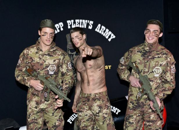 2t-Philipp-Plein-Fall-Winter-Fashion-Runway-Show-2013-2014-Regret-Nothing-mess-with-the-best-die-like-the-rest