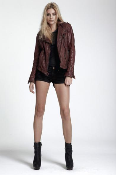 Blog1-Tigha-Leder-Jacke-Jordan-Ox-red-Rot-Biker-Vintage-Used-Studs-Nieten-Harders-Online-Shop-Store-Fashion-Designer-Mode-Damen-Herren-Men-Women-Pre-Kollektion-Fall-Winter-Herbst-2013-2014