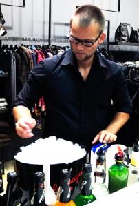 1g-Servatius-Grothwinkel-Porsche-40-Jahre-Party-Models-Cocktail-Ambulanz-Eric-Smax-Dustin-Gray-Fatih-Dursun-Dsquared-Rolf-Buhe-Retrograd-Harders-Online-Shop-Store-Fashion-Designer-Mode-Damen-Herren-Men-Women-Fall-Winter-Herbst-2013-2014