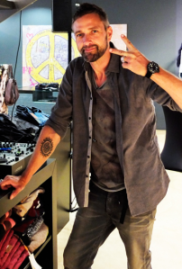 1j-Servatius-Grothwinkel-Porsche-40-Jahre-Party-Models-Cocktail-Ambulanz-Eric-Smax-Dustin-Gray-Fatih-Dursun-Dsquared-Rolf-Buhe-Retrograd-Harders-Online-Shop-Store-Fashion-Designer-Mode-Damen-Herren-Men-Women-Fall-Winter-Herbst-2013-2014