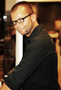 6d-Servatius-Grothwinkel-Porsche-40-Jahre-Party-Models-Cocktail-Ambulanz-Eric-Smax-Dustin-Gray-Fatih-Dursun-Dsquared-Rolf-Buhe-Retrograd-Harders-Online-Shop-Store-Fashion-Designer-Mode-Damen-Herren-Men-Women-Fall-Winter-Herbst-2013-2014
