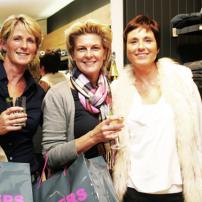 bf-Servatius-Grothwinkel-Porsche-40-Jahre-Party-Models-Cocktail-Ambulanz-Eric-Smax-Dustin-Gray-Fatih-Dursun-Dsquared-Rolf-Buhe-Retrograd-Harders-Online-Shop-Store-Fashion-Designer-Mode-Damen-Herren-Men-Women-Fall-Winter-Herbst-2013-2014