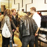 bq-Servatius-Grothwinkel-Porsche-40-Jahre-Party-Models-Cocktail-Ambulanz-Eric-Smax-Dustin-Gray-Fatih-Dursun-Dsquared-Rolf-Buhe-Retrograd-Harders-Online-Shop-Store-Fashion-Designer-Mode-Damen-Herren-Men-Women-Fall-Winter-Herbst-2013-2014