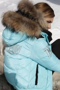 BLOG3-Miss-Nickelson-Daune-Jacke-Amoen-Sandy-Moena-Silvana-Pelz-Fell-Kragen-Kapuze-Harders-Online-Shop-Store-Fashion-Designer-Mode-Damen-Herren-Men-Women-Jades-Soeren-Volls-Pool-Mientus-Fall-Winter-Herbst-2013-2014