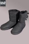 UGG-Boots-Stiefel-Bailey-Bow-Schwarz-Black-Schleifen-Band-Lammfell-Futter-Harders-Online-Shop-Store-Fashion-Designer-Mode-Damen-Herren-Men-Women-Jades-Soeren-Volls-Pool-Mientus-Fall-Winter-Herbst-2013-2014