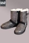 UGG-Boots-Stiefel-Classic-Short-Schwarz-Black-Antik-Vintage-Leder-Leather-Schnalle-Lammfell-Futter-Harders-Online-Shop-Store-Fashion-Designer-Mode-Damen-Herren-Men-Women-Jades-Soeren-Volls-Pool-Mientus-Fall-Winter-Herbst-2013-2014