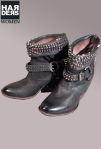 Airstep-Stiefel-Boots-Keil-Absatz-Cowboy-Schwarz-Nieten-Studs-Schnalle-Washed-Vintage-Used-Harders-Online-Shop-Store-Fashion-Designer-Mode-Damen-Herren-Men-Women-Jades-Soeren-Volls-Pool-Mientus-Fall-Winter-Herbst-2013-2014