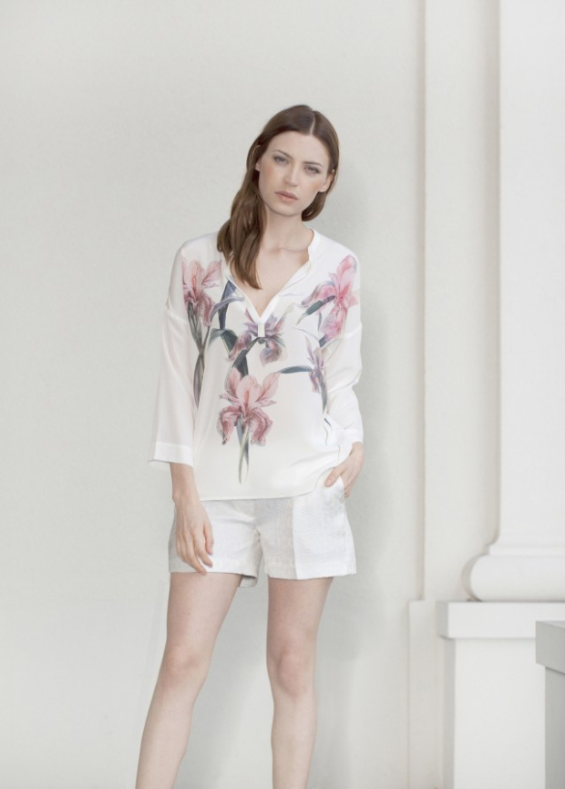 Blog2-Ivi-Kleid-Dress-Grafik-Allover-Muster-Flower-Blumen-Bluse-Top-Shirt-Seide-Silk-Harders-24-Online-Shop-Store-Fashion-Designer-Mode-Woman-Damen-Women-Fruehjahr-Sommer-Spring-Summer-2015