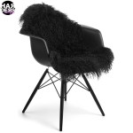 Natures-Collection-Chair-Stuhl-Fell-Black-Tibetan-Sheep-Skin-Schaf-Fell-Harders-24-fashion-Fall-Winter-Herbst-Damen-Women-2015