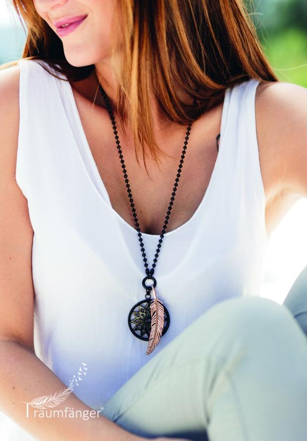 Blog3-Traumfaenger-Schmuck-Jewellery-Kette-Chain-Anhänger-Feder-Feather-Ring-TFR02GO-Gold-Harders-24-fashion-Damen-Women